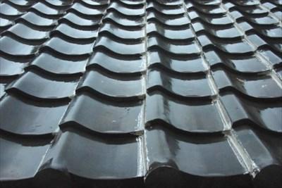 人気の屋根材「瓦」は塗装で劣化を防ぐ