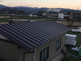 綺麗な屋根で外壁ともマッチしていてとても素敵になり満足しています。